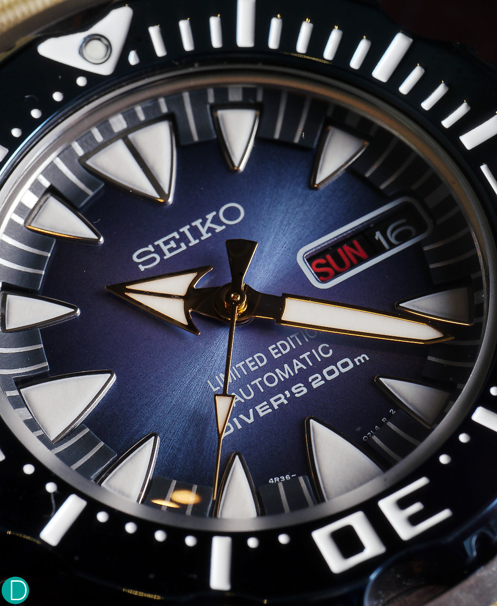 The beautiful hue of the blue dial drew me magnetically to the watch.