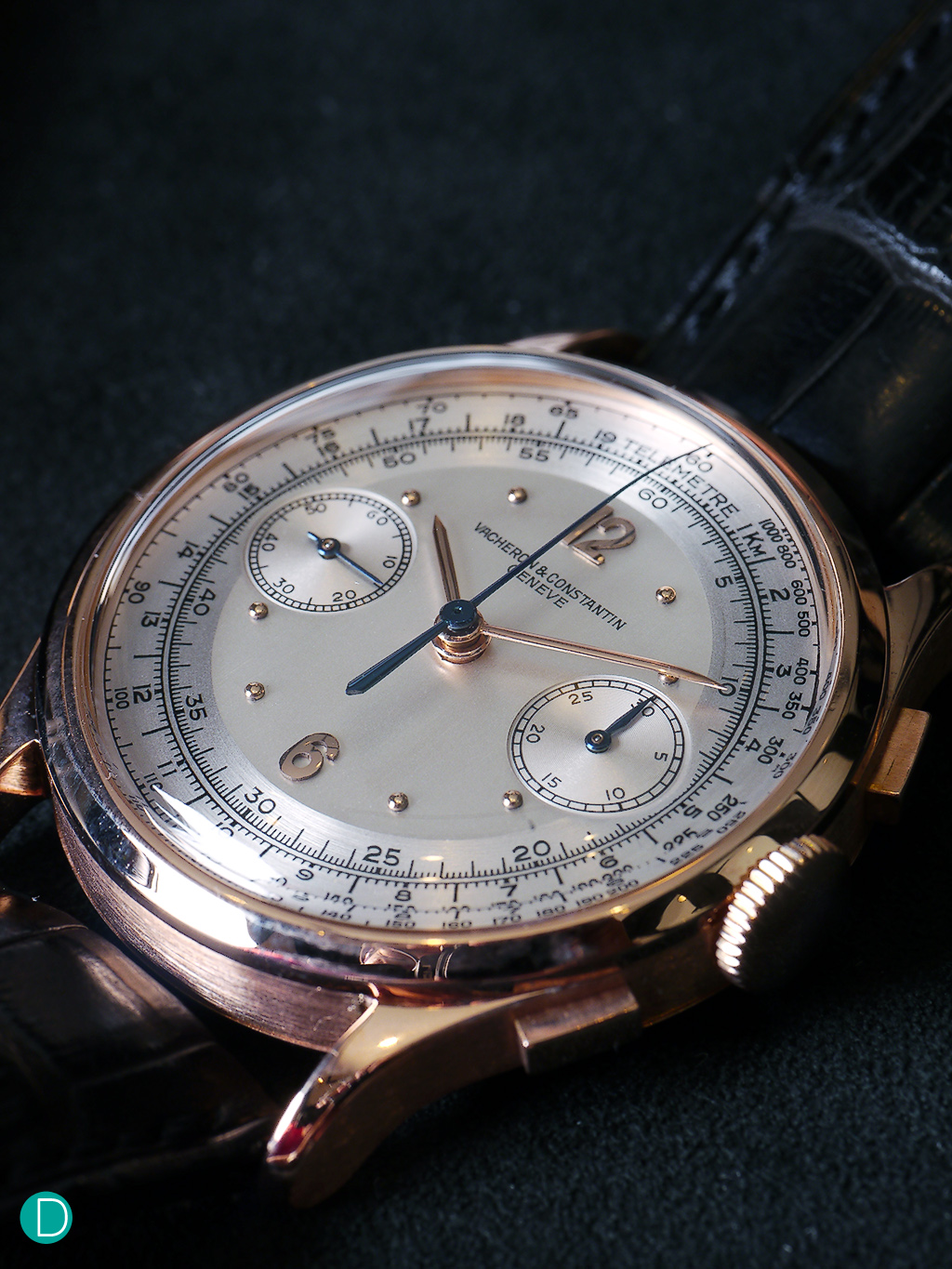 """A classic 2 tones silvered dial, Arabic numerals in pink gold, counter 30 minutes at 3 o'clock, and small seconds at 9 o'clock with anexternal minute-track, tachymeter and telemeter scales. It uses the Calibre 13""""-434."""