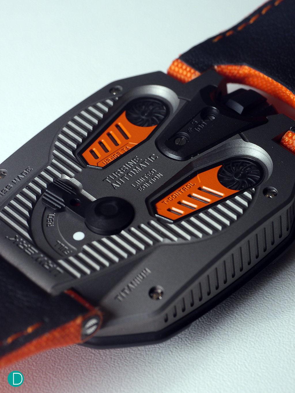 From the back, the UR-105TA Black Orange carries the orange accent to the plates.