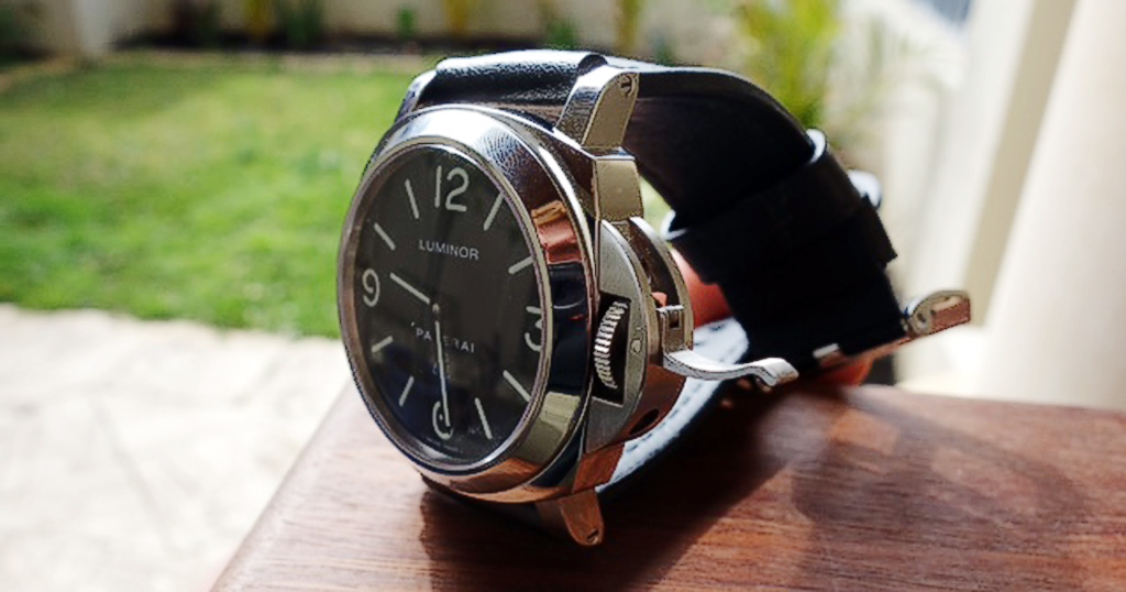 A sideways photograph attempting to show the sausage dial of the PAM000. Photo by owner.